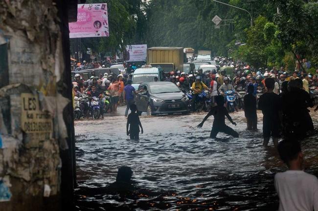 LAMPUNG POST | Bekasi Kebingungan Antisipasi Banjir
