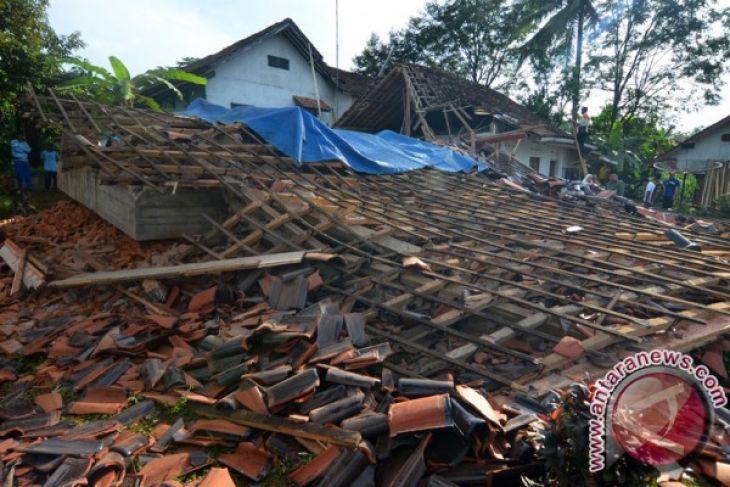 LAMPUNG POST | BPBD Cilacap Data110 Rumah Rusak Akibat Gempa