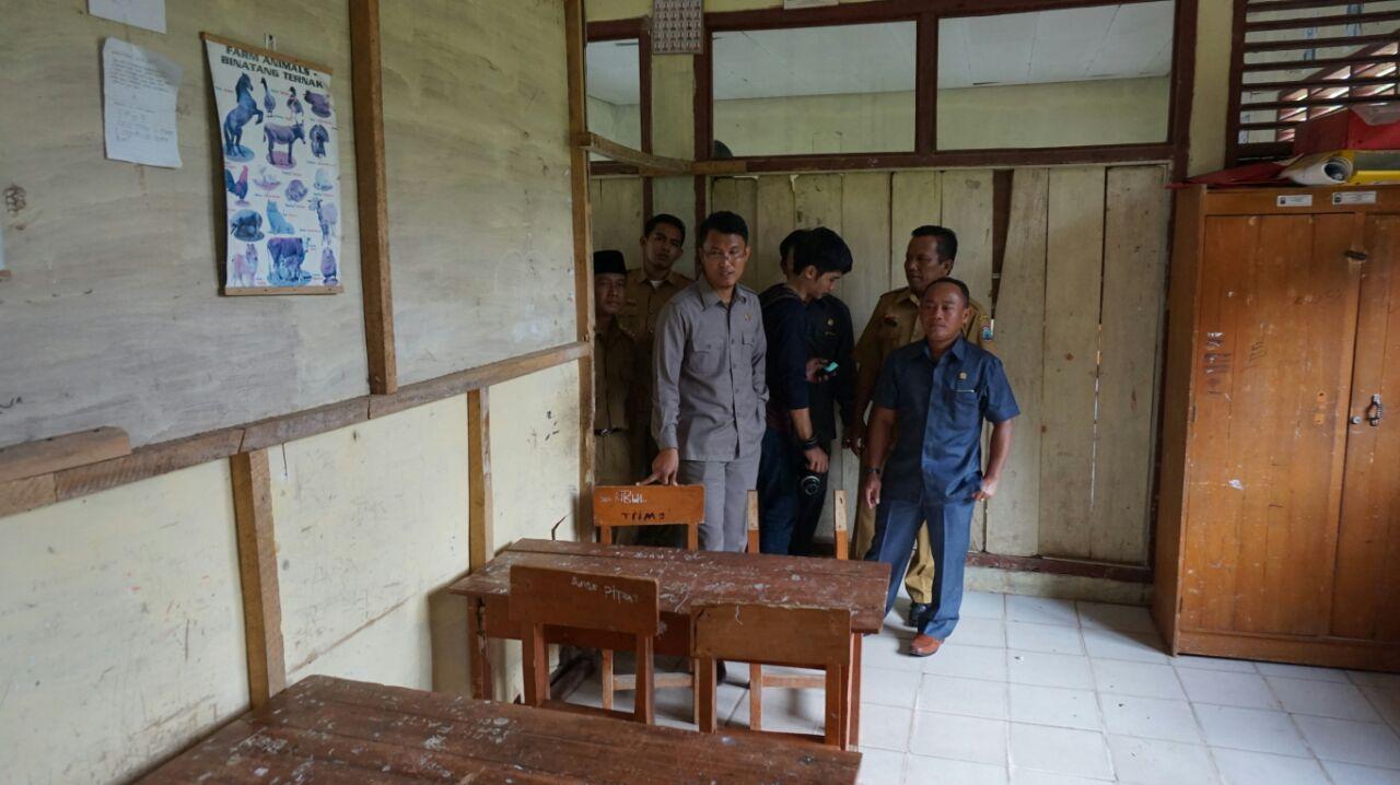 LAMPUNG POST | Komisi C DPRD Lamsel Usulkan Perbaikan Ruang Guru dan Kantor di Sejumlah SD