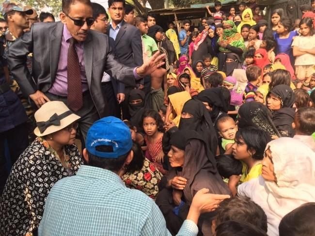 LAMPUNG POST | Pesawat Hercules Berisi Bantuan Pengungsi Rohingya Tiba di Bangladesh