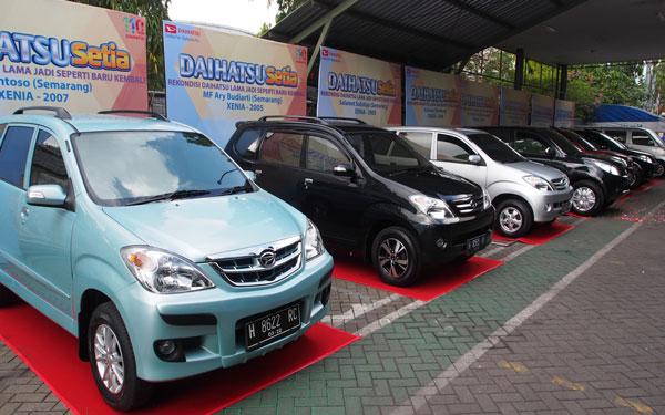 LAMPUNG POST | Daihatsu Serahkan 8 Unit Mobil Rekondisi di Solo