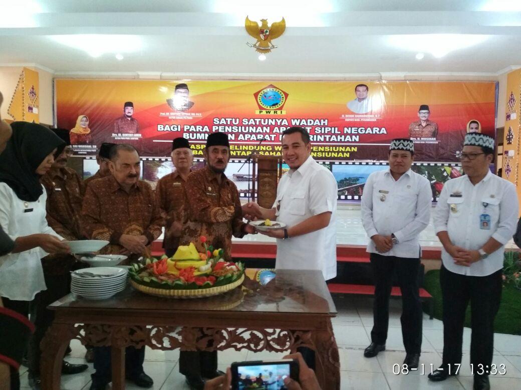 LAMPUNG POST | PWRI Diminta Tetap Berkarya Membangun Pesawaran