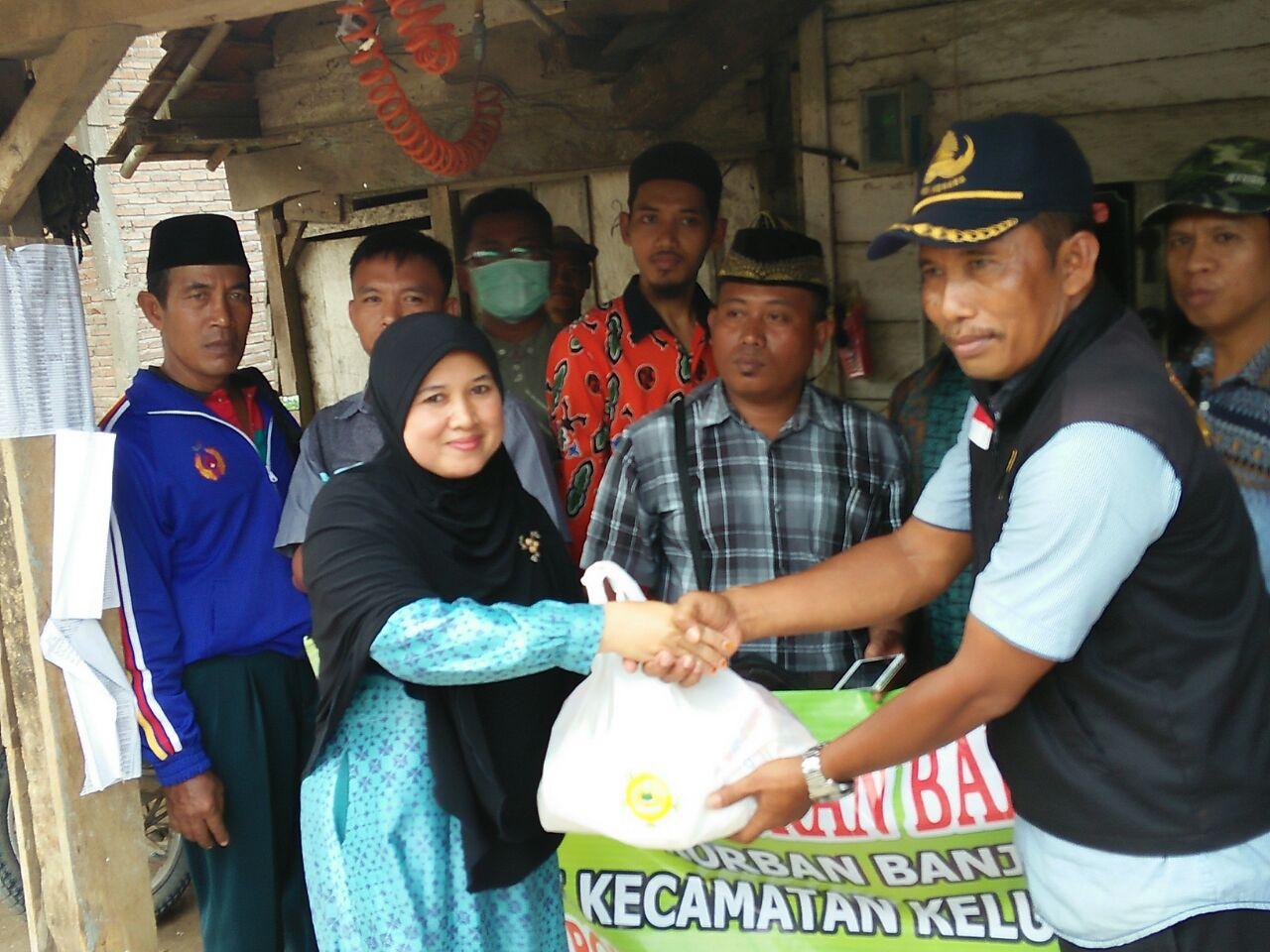 Kelompok Kerja Penyuluh Beri Bantuan Korban Banjir di Kelumbayan