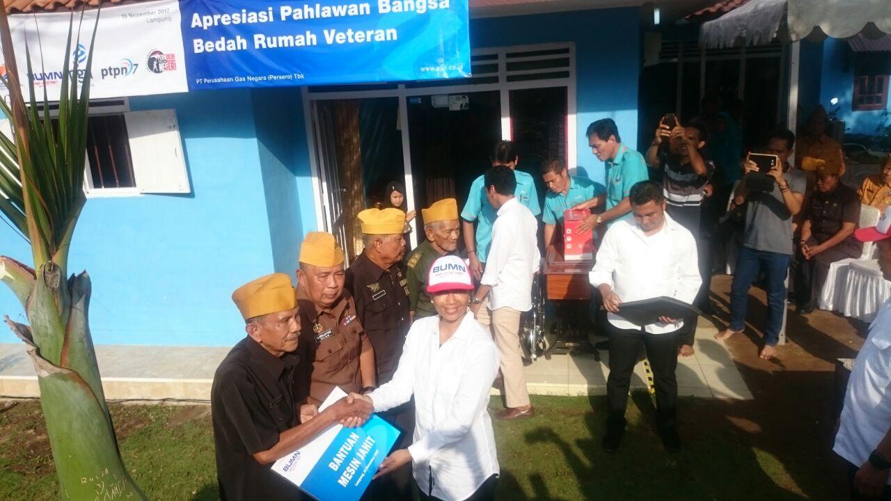 LAMPUNG POST   Menteri BUMN Hadiri Penyerahan Bedah Rumah Untuk Para Veteran di Lampung