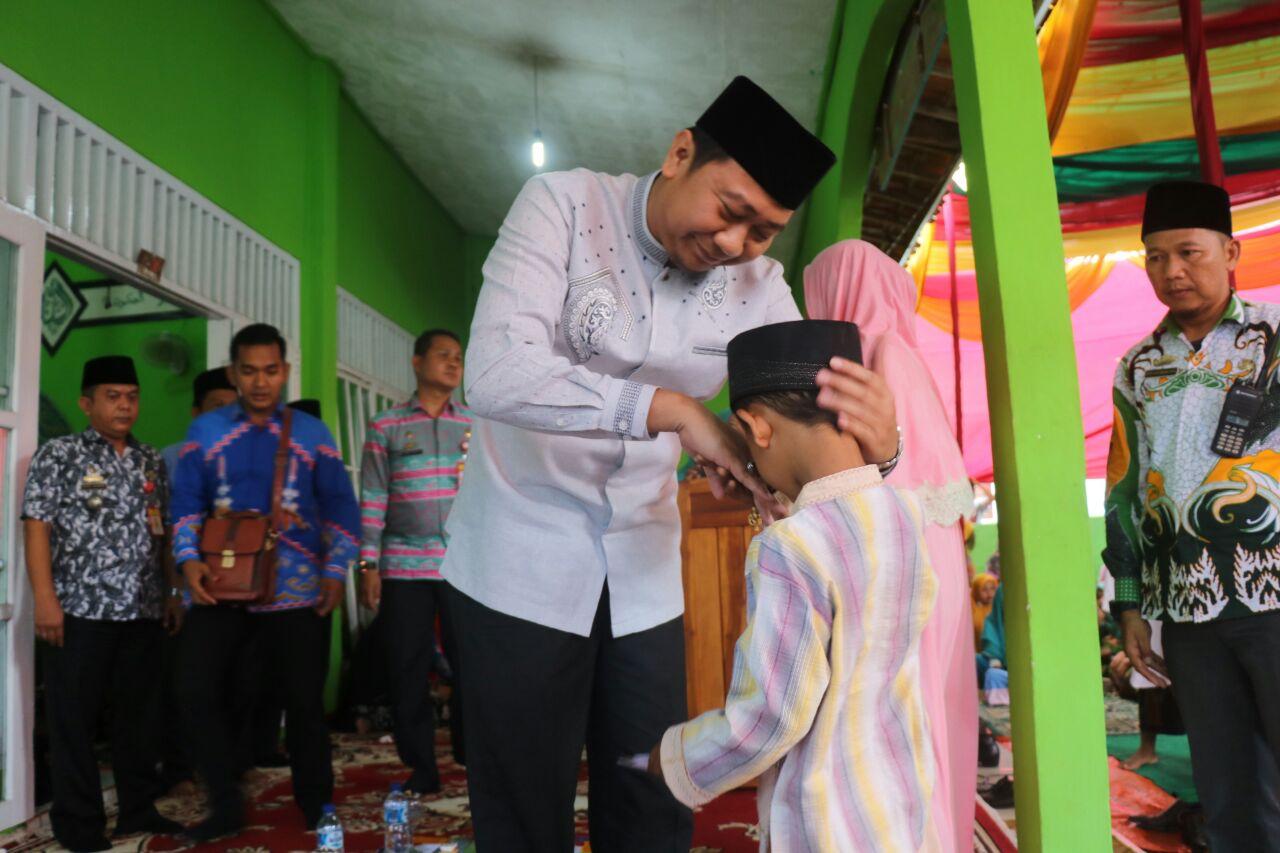 LAMPUNG POST | Hadiri Pengajian Akbar, Agung Ilmu Santuni Anak Yatim di Sungkai Selatan