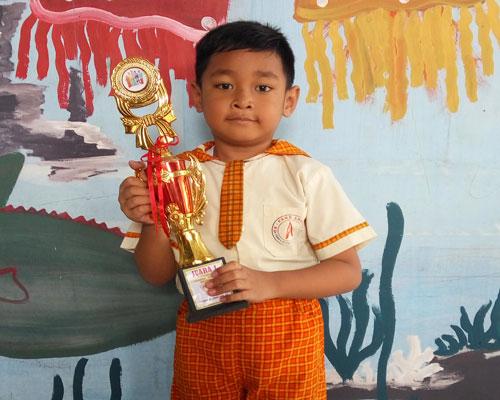 LAMPUNG POST | Hasya Muhammad Arif  Juara Lomba Mewarnai