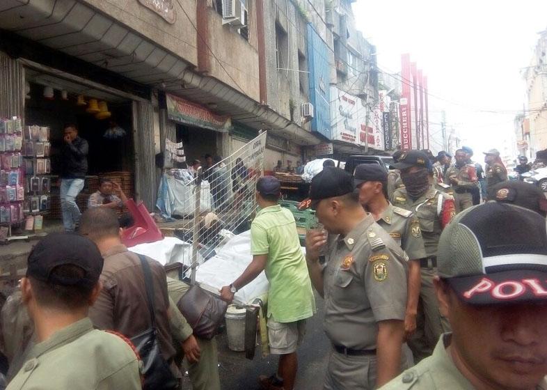 Pol PP Bandar Lampung Tertibkan PKL dan Parkir Liar