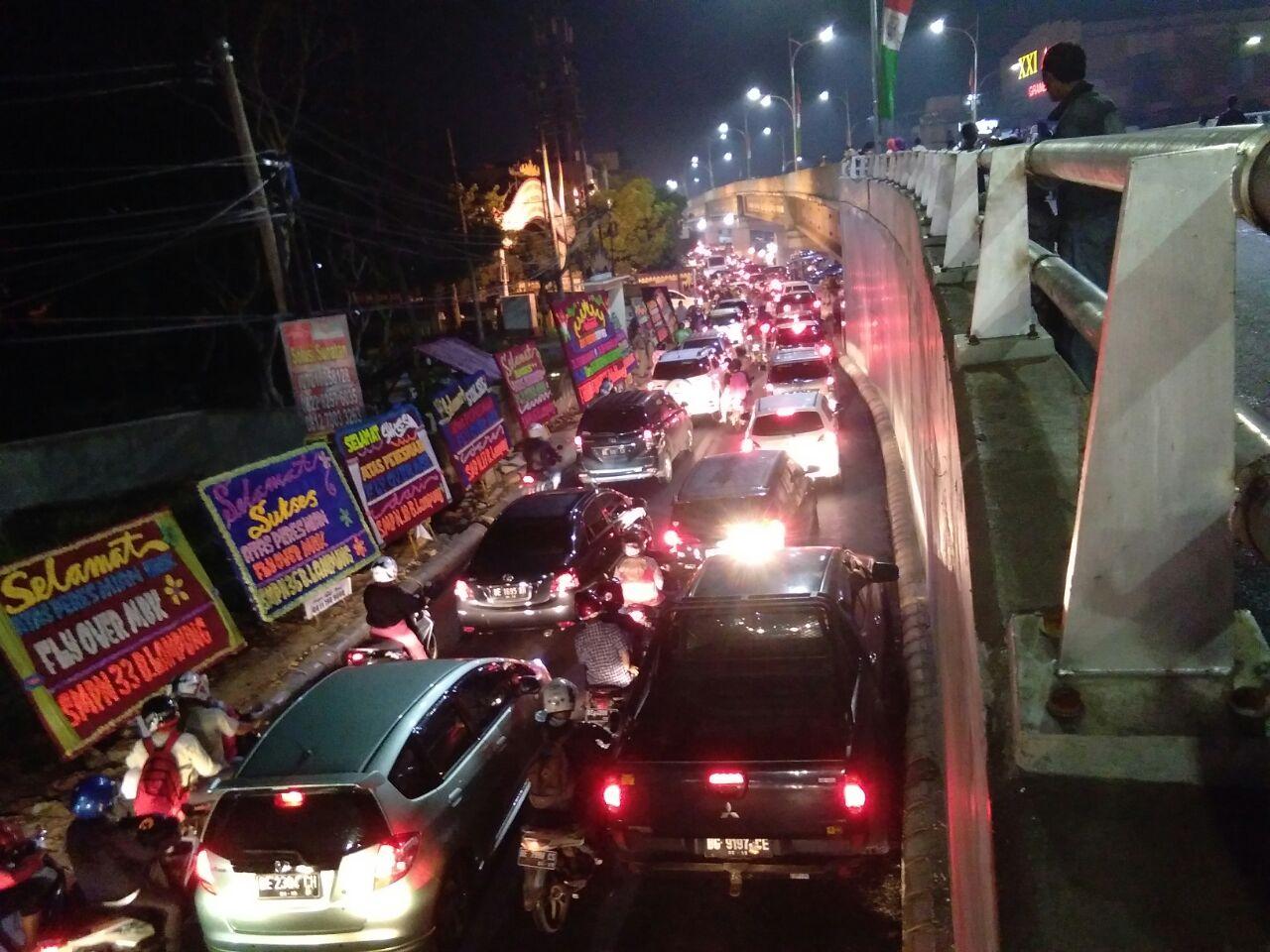 Peresmian Flyover MBK, Lalu Lintas Dikepung Macet