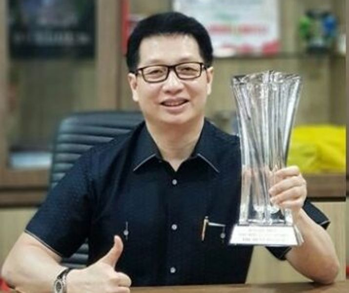 LAMPUNG POST | Auto 2000 Sumatera Raih The Best Region for Performance Award