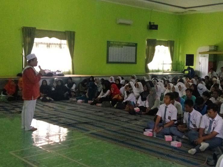 Ratusan Guru-Siswa SMK Bandar Lampung Doakan Guru Budi