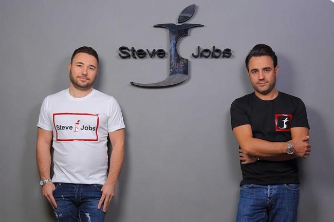 Apple Pasrah Nama Pendirinya Jadi Merek Celana Jeans