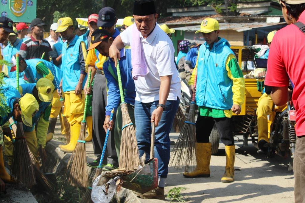 LAMPUNG POST | Gerakan Lampung Tengah Dawak (Bersih), Mustafa dan Loekman Bersih-Bersih Pasar