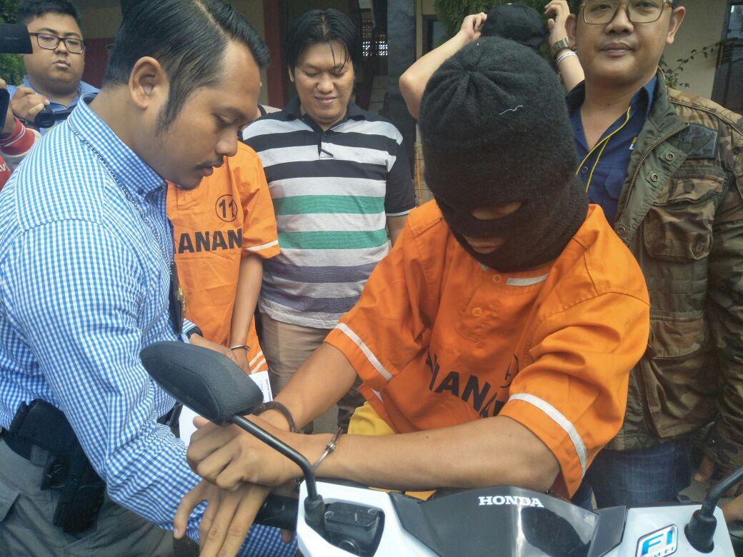Dua Pemuda Belia Ditangkap Saat Hendak Melarikan Motor Hasil Curian ke Jabung