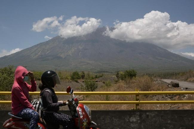 LAMPUNG POST | AS Beri 7 Seismograf untuk Pantau Gunung Agung