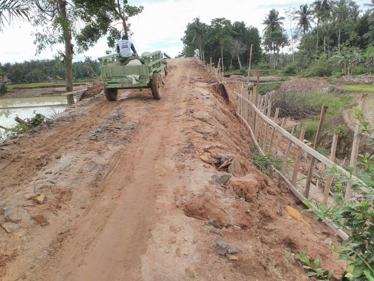 Masyarakat Harapkan Perbaikan Jalan Menuju Jembatan