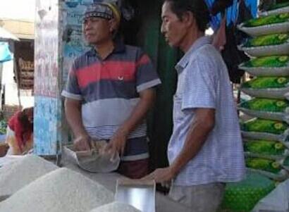 LAMPUNG POST | Harga Beras di Pasar Tradisional Rata-rata Turun Hingga Rp1.500 Per Kilo