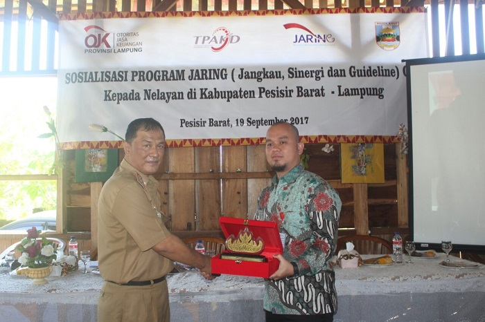 LAMPUNG POST | OJK Lampung Sosialisasi Jaring di Pesisir Barat