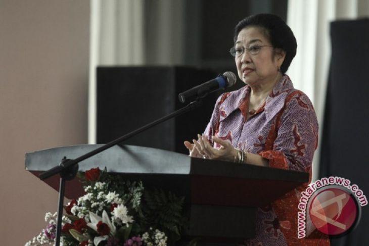 LAMPUNG POST | PDIP Umumkan 4 Pasangan Cagub-cawagub Pilkada 2018, Minus Lampung