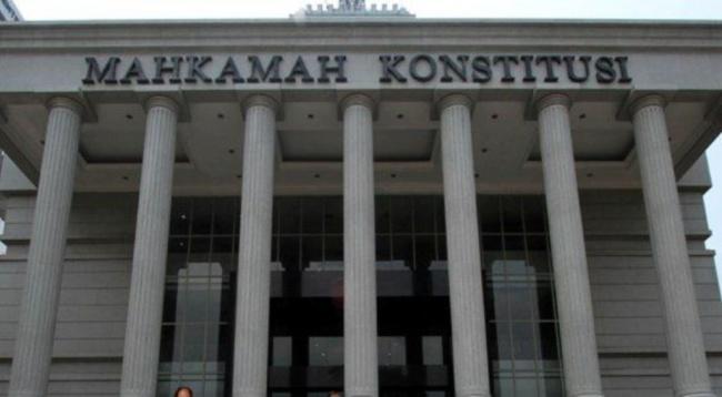 LAMPUNG POST | Larangan Menikah dengan Rekan Sekantor Digugat ke MK