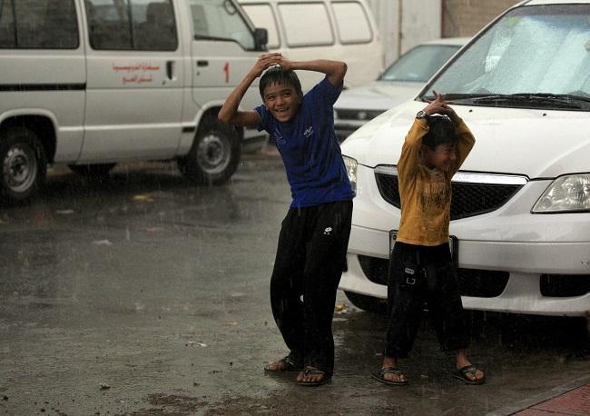 Pagi Hingga Dini Hari Berpotensi Hujan