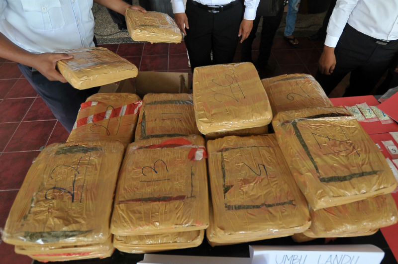 LAMPUNG POST | Polisi amankan 1,7 ton ganja