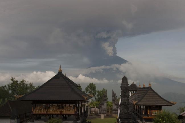 Aktivitas Magma Gunung Agung Masih Tinggi