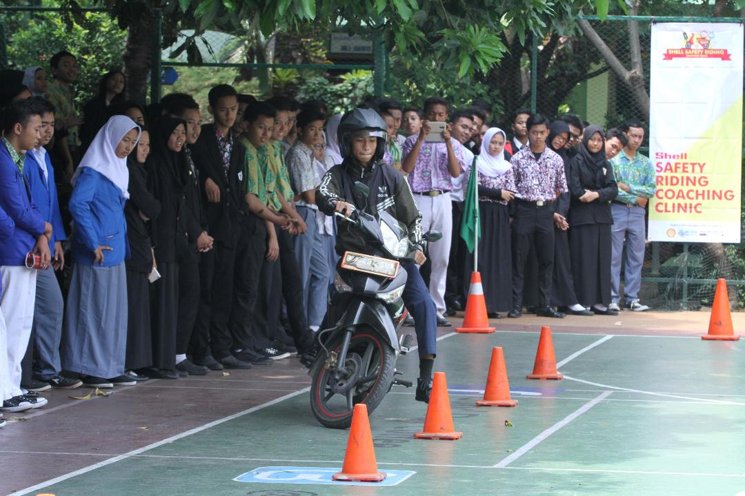 LAMPUNG POST | Shell Indonesia Gelar Kampanye Keselamatan Berkendara di SMK