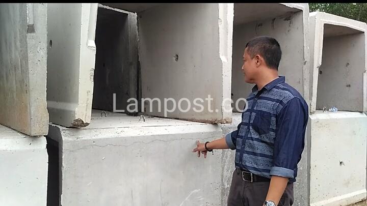 LAMPUNG POST | DPRD Tubaba Larang U Ditch Beton Produksi PT Riski Abadi Konstruksi Dipakai dalam Proyek