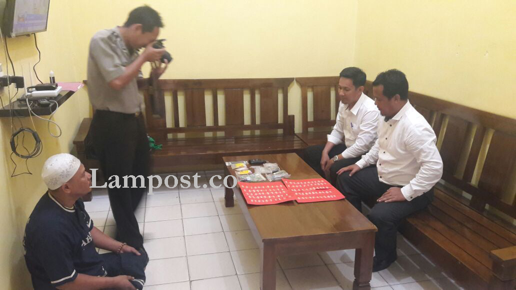 LAMPUNG POST | Miliki 105 Paket Sabu, Pria Ini Diringkus Satnarkoba Tulangbawang