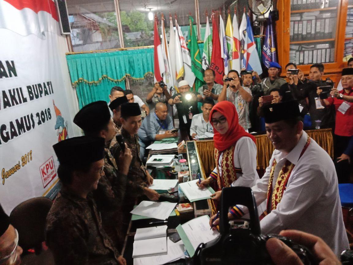 Pendaftaran Dewi-Syafii Diantar Ribuan Simpatisan
