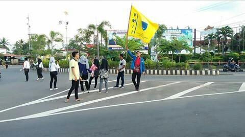 PMII Lampung Utara Tebar Bunga di Hari Kartini
