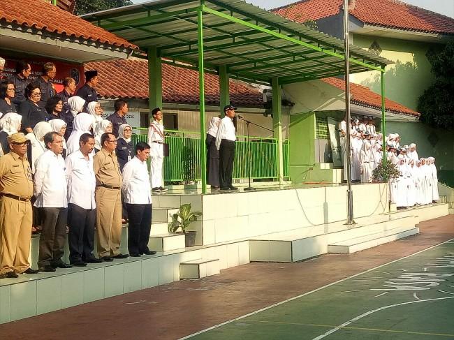 LAMPUNG POST | Sekolah Wajib Menyanyikan Lirik Asli Lagu Indonesia Raya