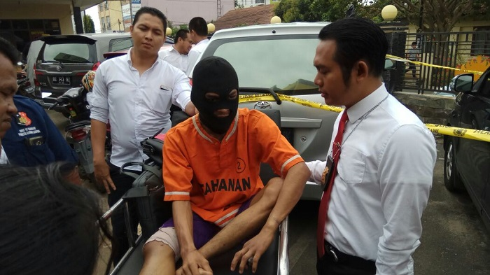 LAMPUNG POST | Polisi Tembak Pelaku Spesialis Pecah Kaca Mobil