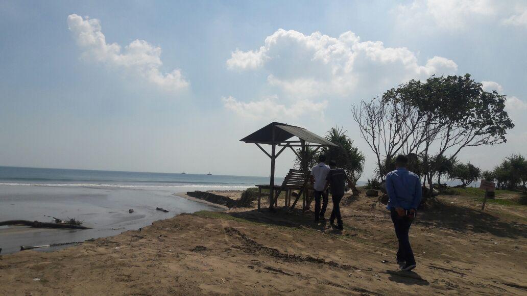 LAMPUNG POST | Pesona Pantai Kedu