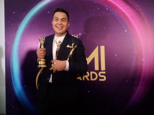 LAMPUNG POST | Tulus Bawa Pulang 6 Piala di Ajang AMI Awards