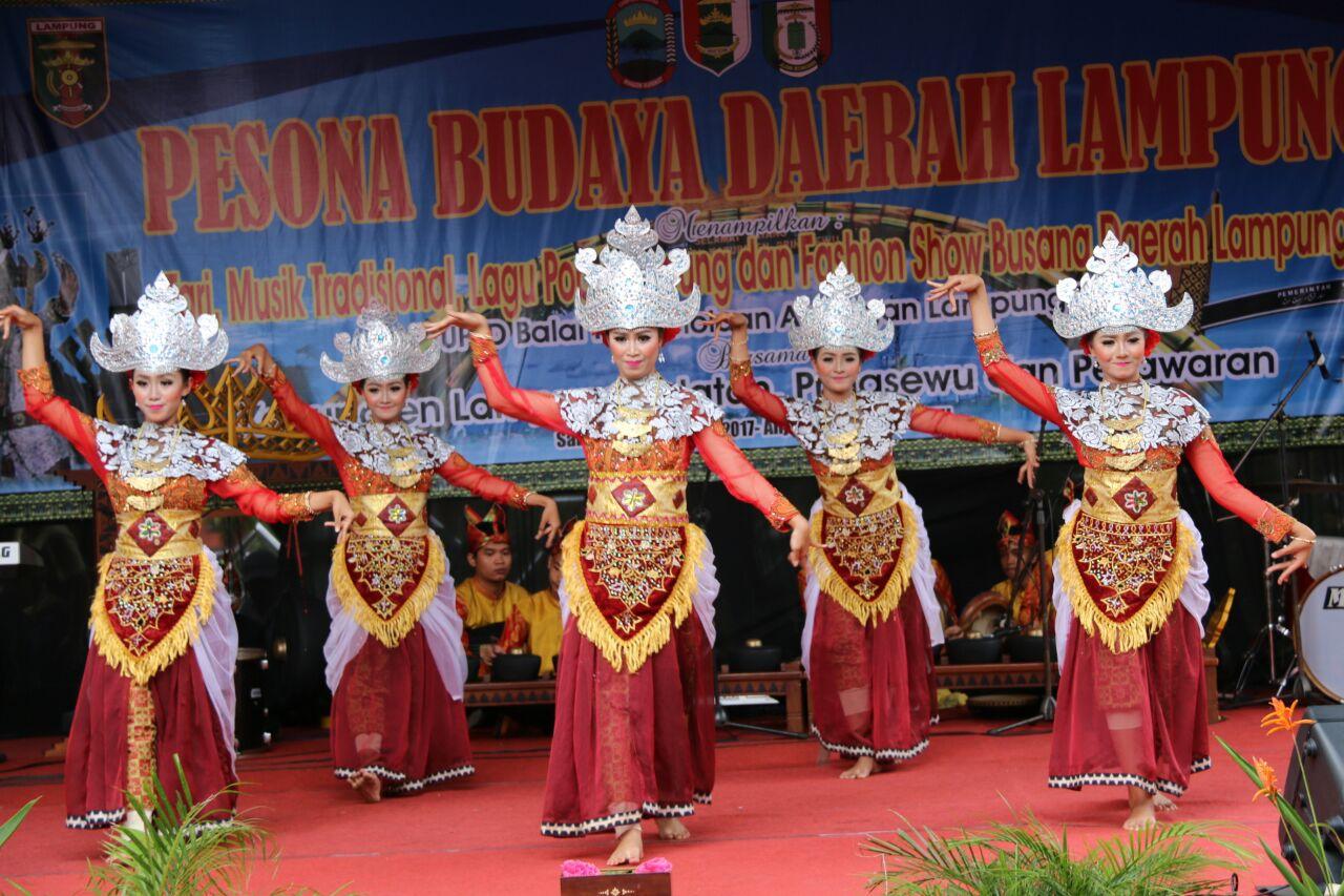 LAMPUNG POST | Pringsewu Berpromosi lewat Seni Tari Budaya Lampung