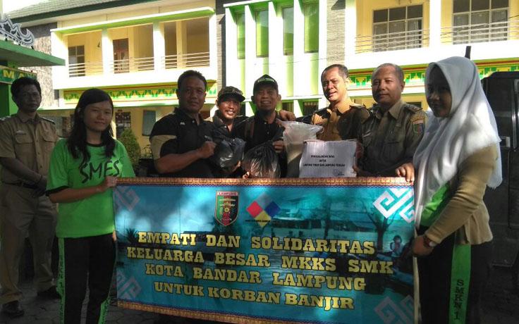 MKKS SMK Bandar Lampung Salurkan Bantuan Korban Banjir