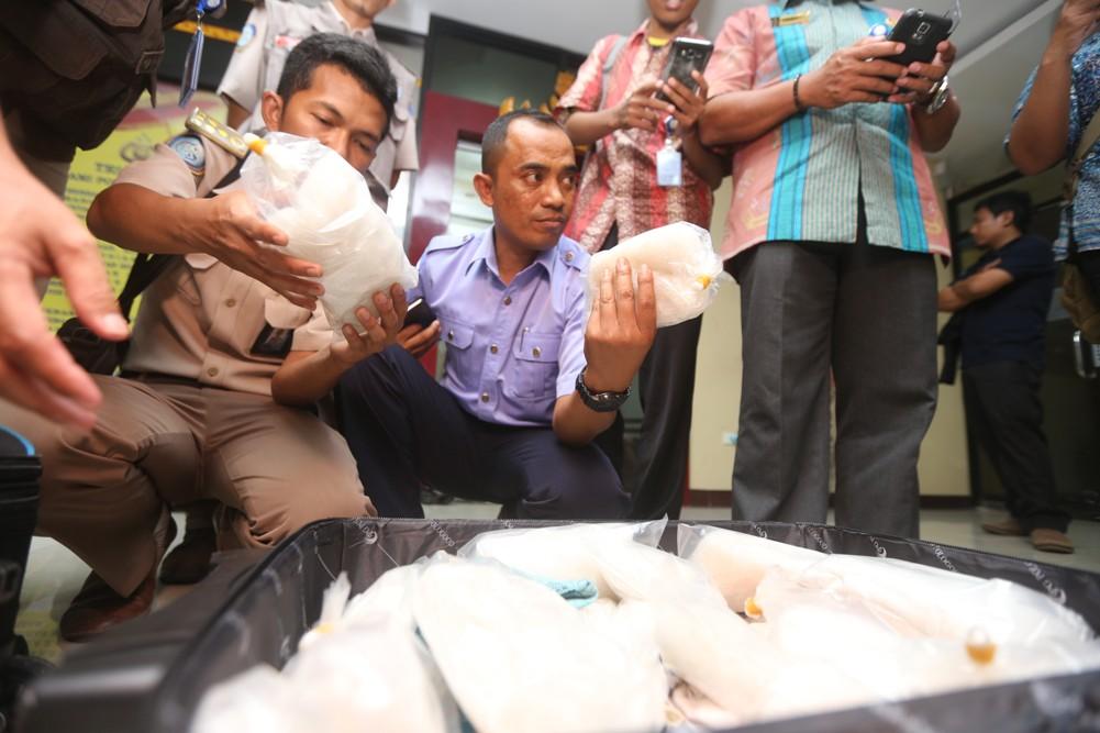 LAMPUNG POST | Polda Lampung Tempatkan Timnya di Pelabuhan dan Bandara untuk Awasi Distribusi Barang