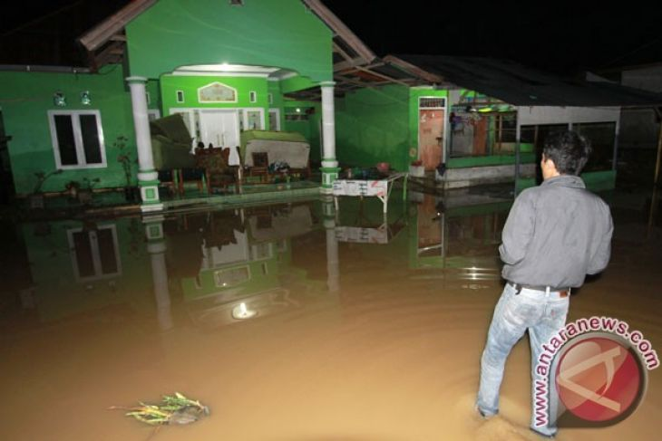 LAMPUNG POST | Banjir Rendam 379 Rumah di Tibawa, Gorontalo