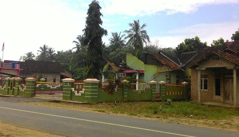 LAMPUNG POST   Pasca Pembakaran Rumah Kades, Desa Trimulyo Kondusif