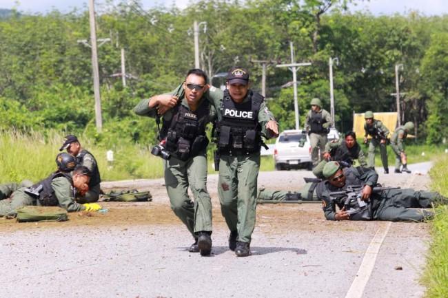 LAMPUNG POST | Bom Hantam Kendaraan Militer Thailand, Satu Tewas dan Puluhan Tentara Terluka