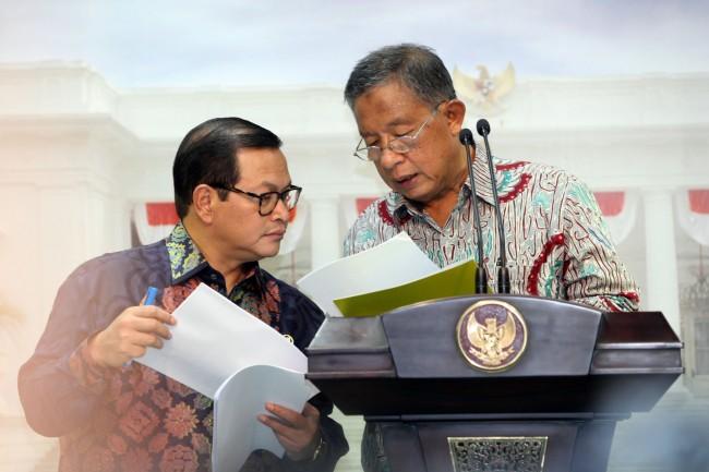LAMPUNG POST | Jokowi Singgung Menko Darmin Kebanyakan Merokok