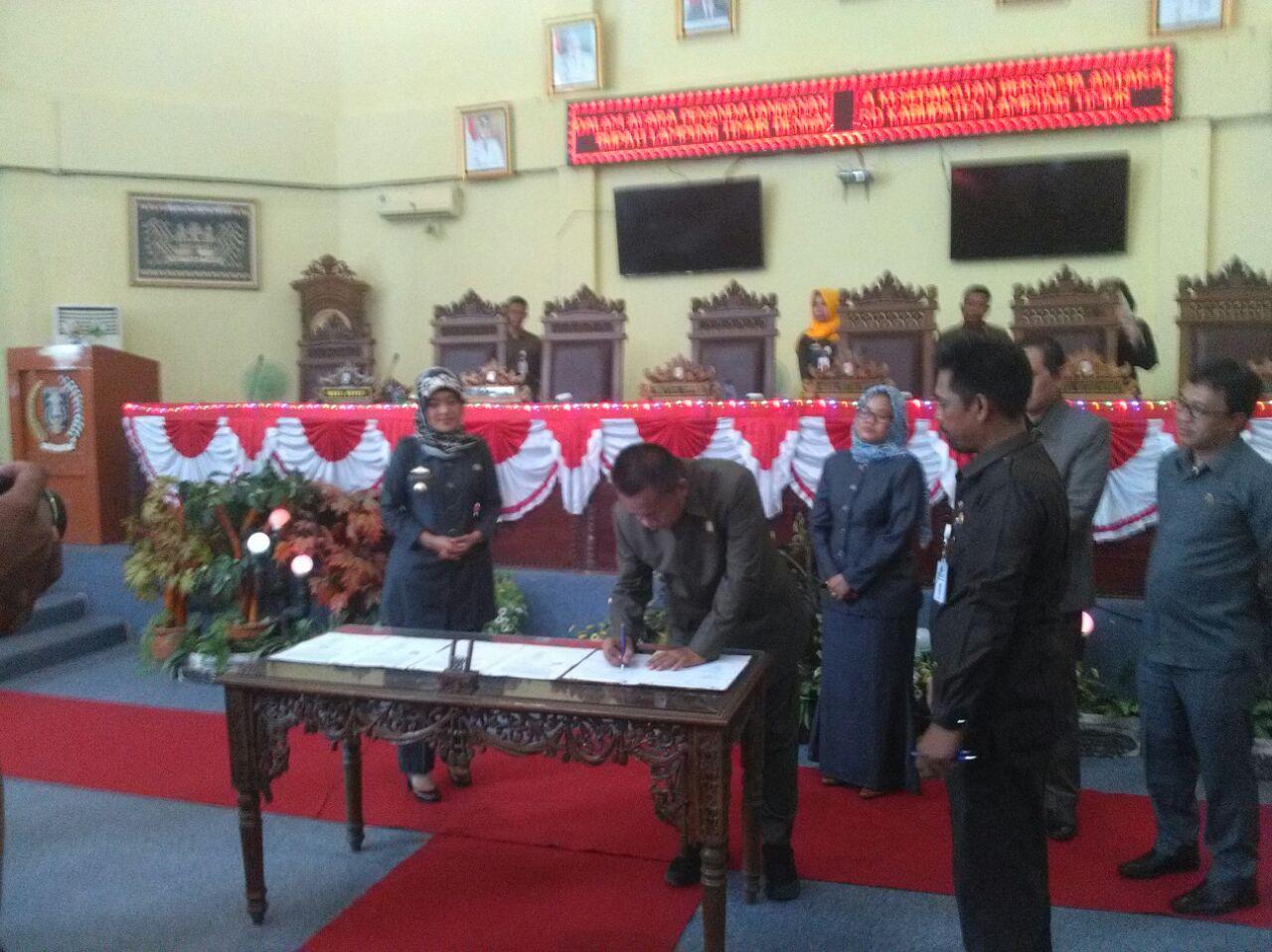 LAMPUNG POST | Lampung Timur Paripurnakan KUA/PPAS 2018