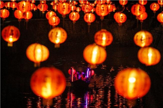 LAMPUNG POST | Seribu Lampion di Candi Muarojambi