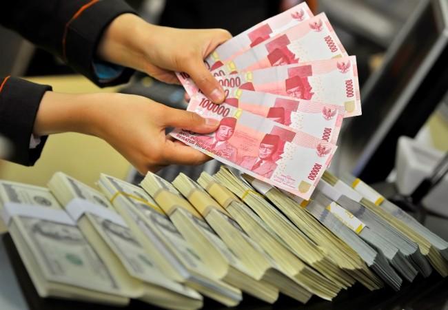 LAMPUNG POST | Rupiah Dibuka Menguat ke Posisi Rp13.561/USD