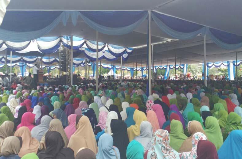 Ribuan Warga Lampura Antusias Ikuti Pengajian Akbar