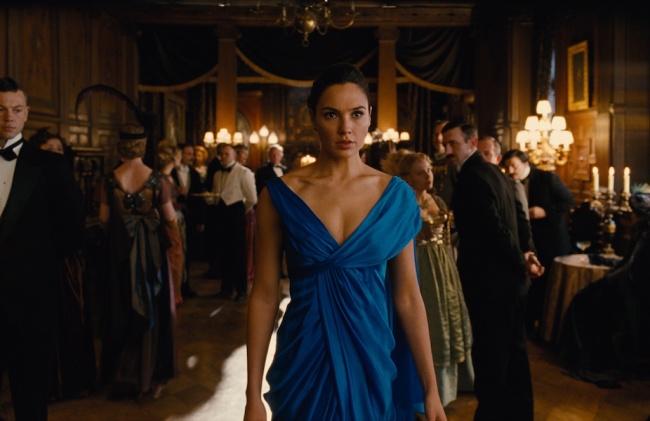 LAMPUNG POST | Wonder Woman, Kehangatan dalam Dunia Kelam DC
