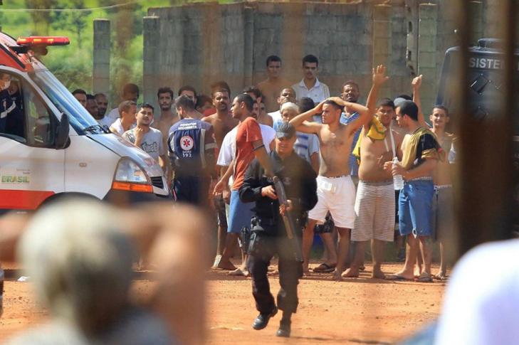 LAMPUNG POST | 9 Orang Tewas dalam Bentrokan di Penjara Brasil