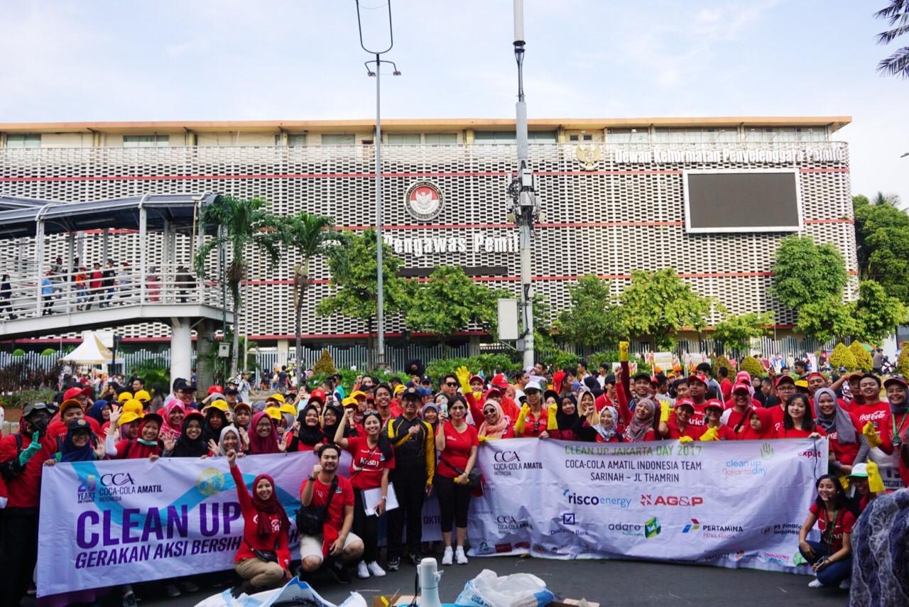 LAMPUNG POST | Coca-Cola dan Universitas Indonesia Gelar Clean Up Jakarta Day 2017