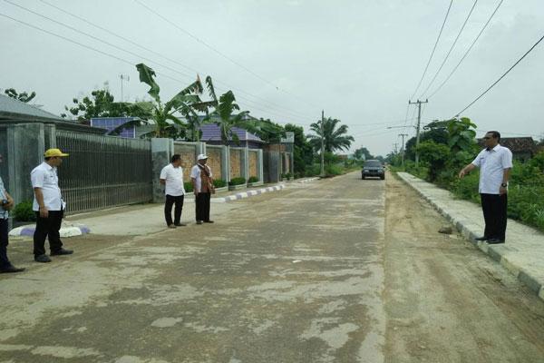 LAMPUNG POST | Persiapan Arus Mudik, Dinas PU Lampung Tengah Perbaiki Jalan di Rute Kece